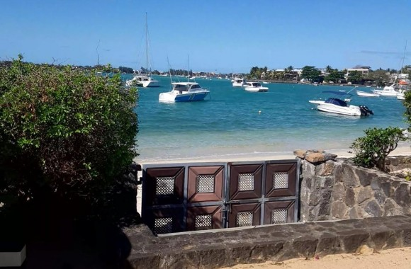 Property for Sale - Beach front house - grand-baie